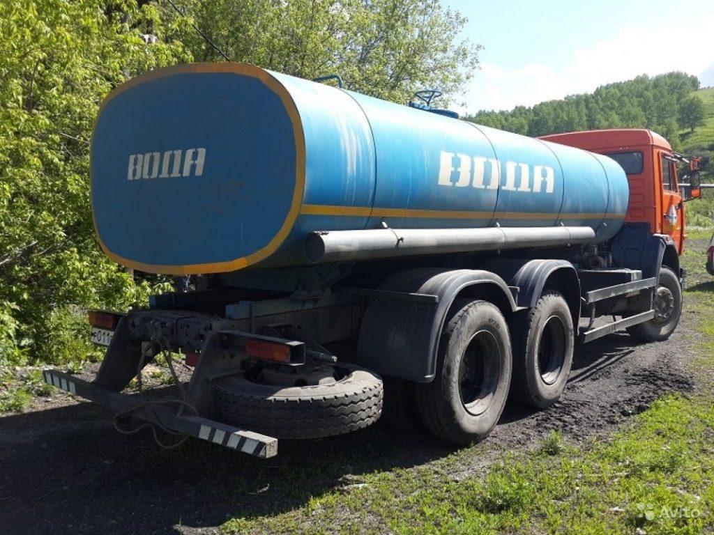 Доставка воды в цистернах